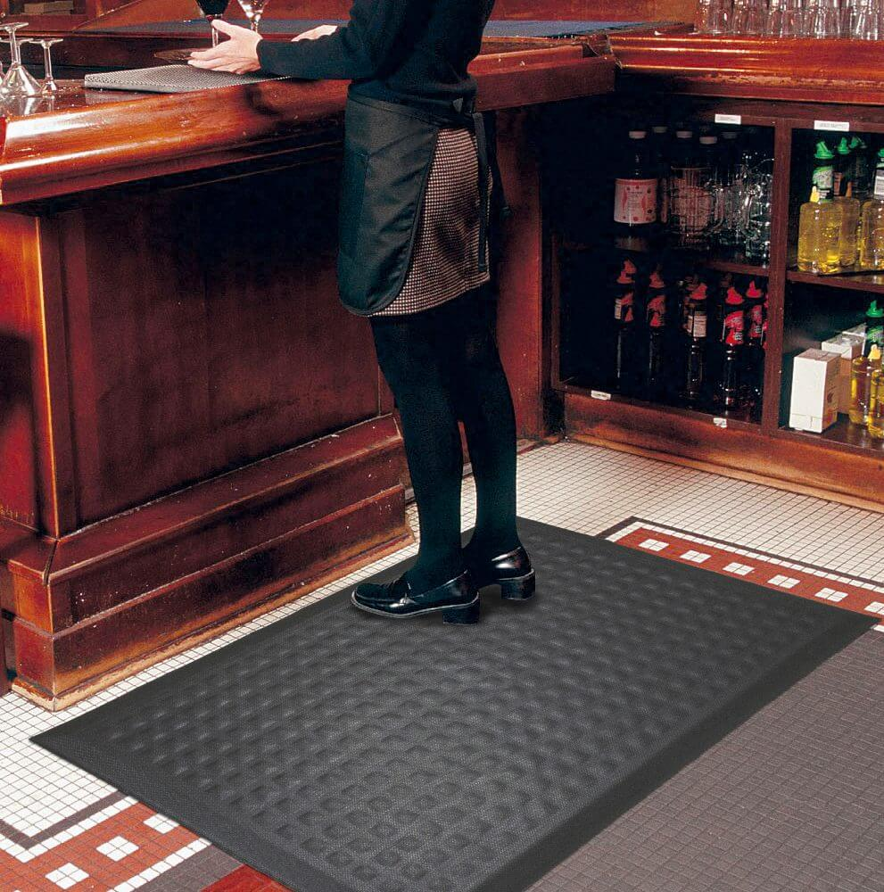 Server standing at a bar on Complete Comfort II mat